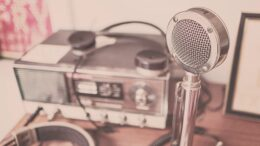 Vintage radio på bord
